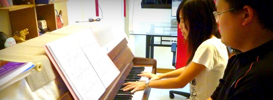 adult-piano-lessons-e1301230243684